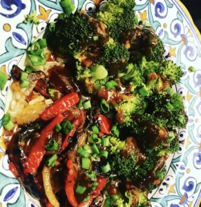 Broccoli Bowls with Sriracha Teriyaki Sauce Easy Vegetarian Recipe